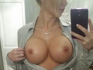 Want to cum on my tits tonight? txt me!